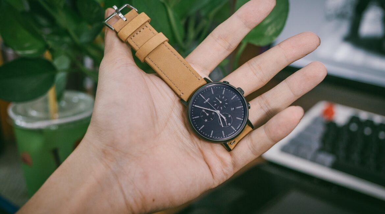 person holder et designer ur