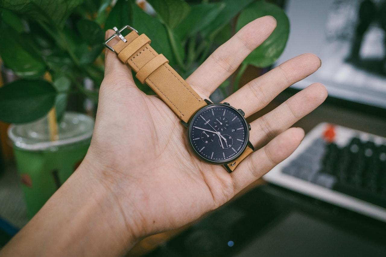 Designerure har et stort udvalg af ure til alle lejligheder og prisgaranti på alle deres ure